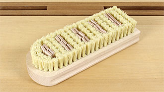 Wax polishing brush with fibre and leather insert strips