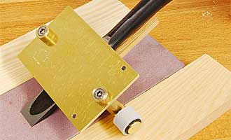 Honing guide no. 3 for skewed blades with a sprung pin for Lie-Nielsen skewed blades and working throat 11 mm