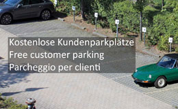 Kostenlose Kundenparkplätze auf dem Hof