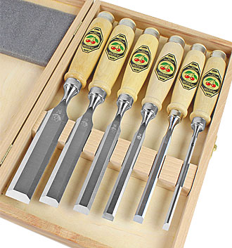 Set of 6 Two Cherries chisels in wooden box - not polished!