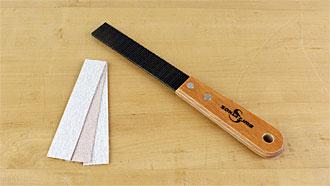 Lastra abrasiva 100 x 20 mm con manico e velcro su entrambi i lati