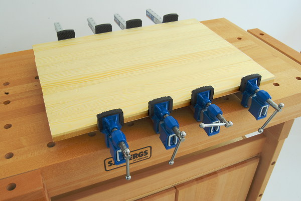 4 of the sash clamps with the 600 mm clamping width in action