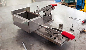 BESSEY Push/Pull Clamp with horizontal Base Plate